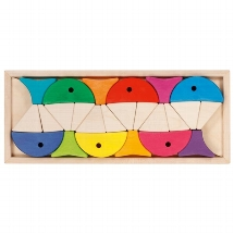 Colour and shape sorting game - 6 colourful fishes